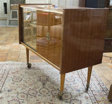 r 233 novation d un meuble bar des 233 es 1970 plaqu 233 acajou verni