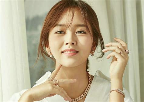 kim soo hyun university actress kim so hyun gets accepted into hanyang university