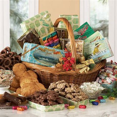 traditional christmas gift basket idea family holiday net guide to family holidays on the internet