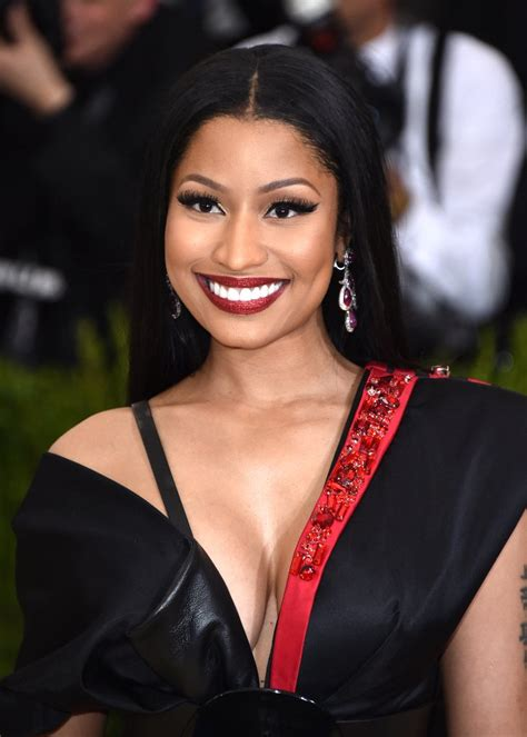 nicki minaj offers to pay fans college expenses on twitter