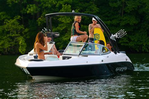 larson boats manufacturer larson boats and gekko join forces boats