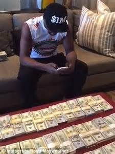 money the and fast times of floyd mayweather books floyd mayweather posts of himself counting bundles