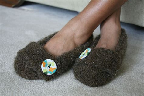 how to loom knit slippers how to make slippers from felted sweater felted slippers