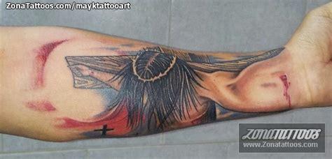 tattoo de jesus en el antebrazo tatuaje de religiosos cristos antebrazo