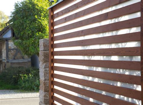 barriere antirumore per terrazzi sichtschutz windschutz holz im garten designs in holz
