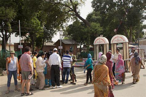 vip eingang wagah border die absurde zeremonie zur grenzschlie 223 ung