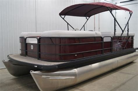 sweetwater vs bennington pontoon boats voyager super center console fishing pontoon review
