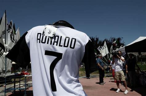 ronaldo juventus shirt sleeve juventus fans start printing ronaldo 7 shirts photos daily post nigeria