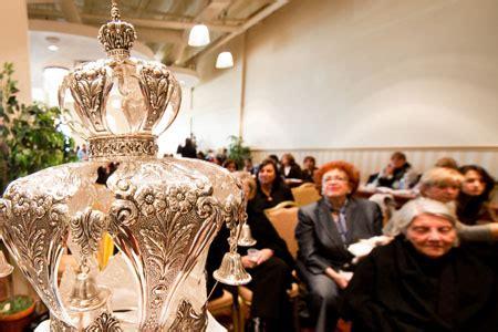 montrealers dedicate torah scroll chabad lubavitch news