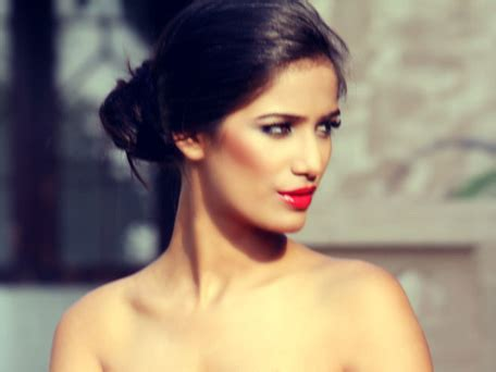 sexy indian model poonam pandey naked wallpapers