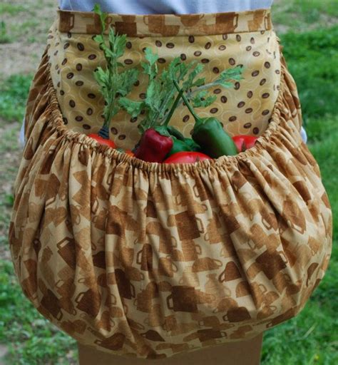 sewing garden apron 22 best images about gathering apron sewing patterns on