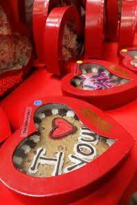 great american cookie valentines area cookie shops stay busy for s day