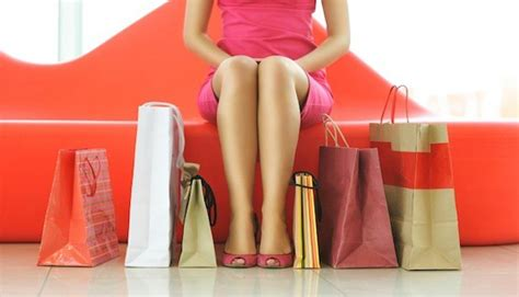 8 Ways To Tell Youre A Shopaholic by 10 Ways To Tell If You Re A Shopaholic Mintlife