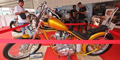 garage cafe kemayoran jokowi berkunjung ke stan motor chopper miliknya