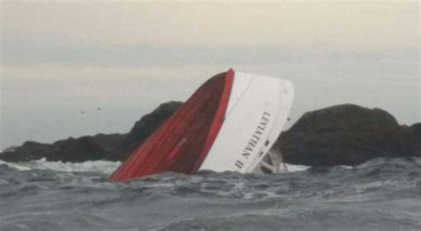fishing boat accident tofino whale watching boat sinks off tofino vancouver island