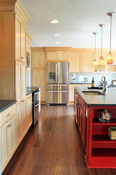 birch shaker kitchen cabinets best 25 birch cabinets ideas on pinterest birch kitchen