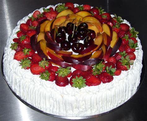 decorare torta con kiwi torte decorate con la frutta e panna montata dolci a casa