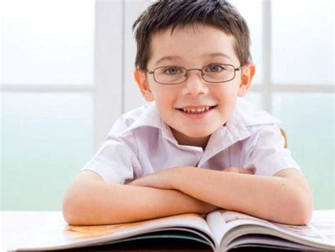 imagenes de lentes inteligentes los ni 241 os que llevan gafas son m 225 s inteligentes y honestos