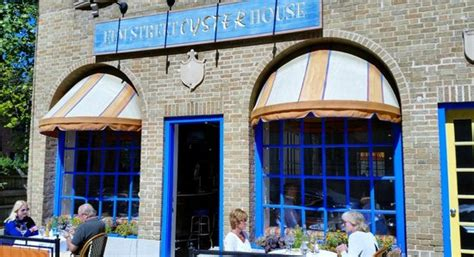 elm street oyster house main entrance as seen from the street picture of elm street oyster house greenwich