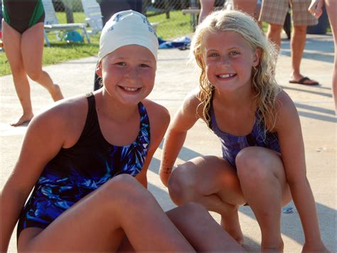 girl 8 yrs and boy 5 yrs swimming underwater in a pool part 2 of 11 year old girl swimming www pixshark com images