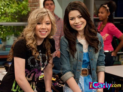 miranda cosgrove jennette mccurdy hit nyc with icarly icarly pic icarly reunion miranda cosgrove jennette