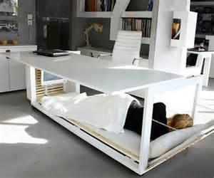 How To Nap At Your Desk Fotos De Oficinas Y Escritorios