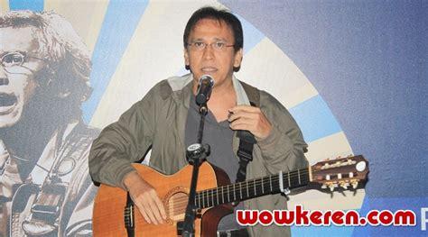 Kaos Musik Kaos Iwan Fals 09 iwan fals bakal undang presiden baru indonesia ke