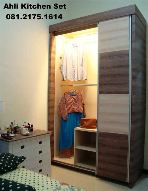 interior lemari lihat lemari pakaian minimalis furniture tak atas