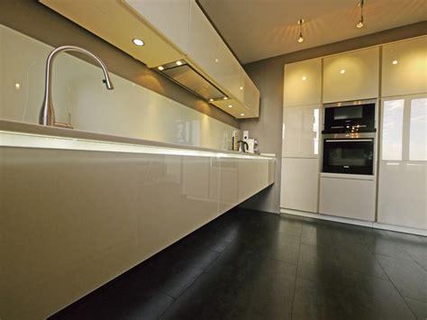 meuble de cuisine suspendu meuble de cuisine suspendu amazing hauteur entre meuble