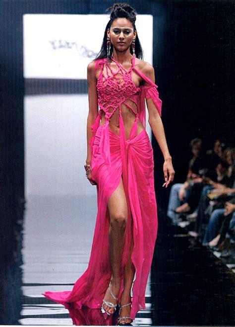 hottest world models gloria mika   face  loreal