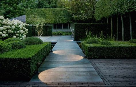 landscape path lights hardscaping 101 pathway lighting gardenista