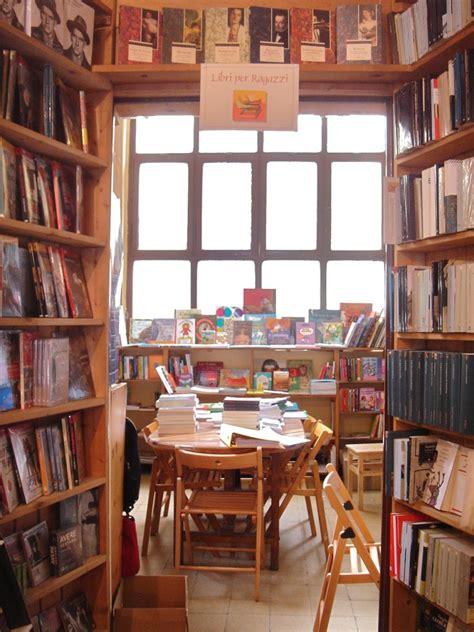 libreria popolare libreria popolare di via tadino porta venezia social