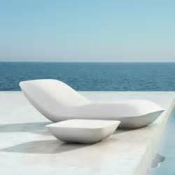 chaise longue jardin pour des bons moments sous le soleil