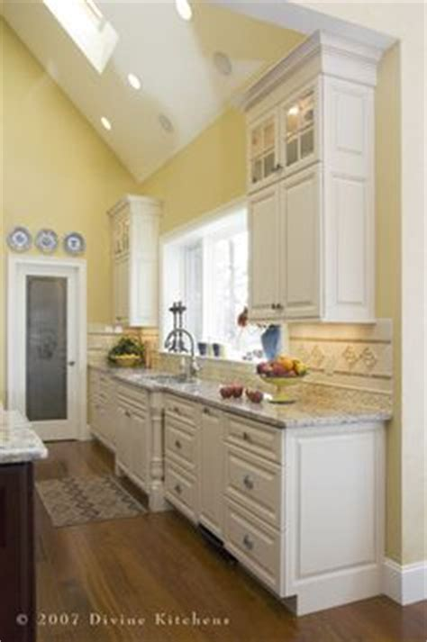 yellow kitchen white cabinets 1000 ideas about yellow kitchen walls on pinterest pale