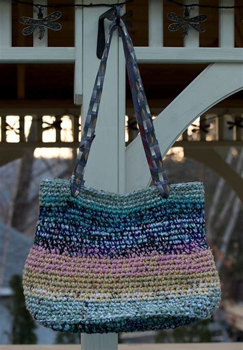 plastic bag yarn and pull tab tote picture 2 quot plarn quot was 17 best images about interlaced on pinterest recycled