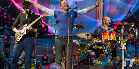 coldplay live coldplay live review this colourful and captivating show