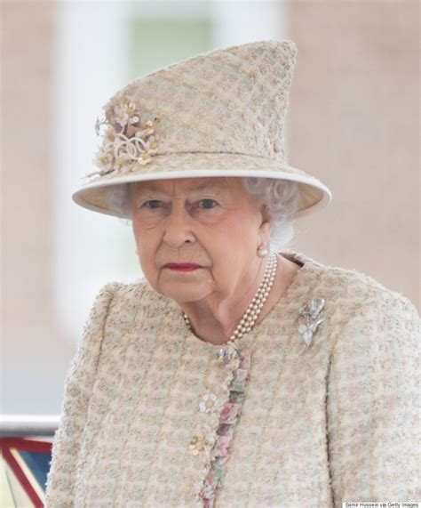 queen elizabeth queen elizabeth shares message of support for manchester