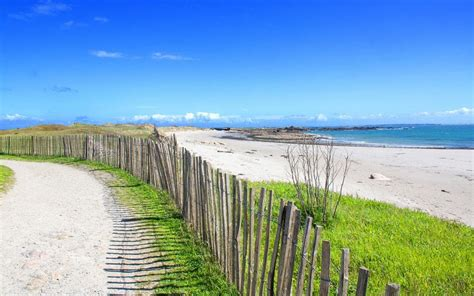 discover      beaches  brittany