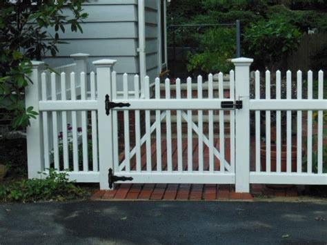 Wood Patio Gate Our Ma Fence Company Built This Residential Wood Gate
