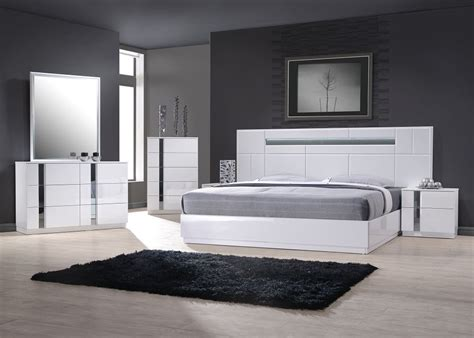 Complete Bedroom Designs Exclusive Wood Contemporary Modern Bedroom Sets Two Of The 5 Drawer Chests Will Match With The