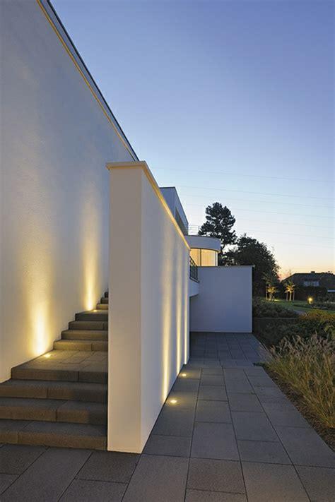 edelstahl geländer aussentreppe design treppe beleuchtung