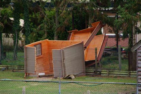 pavillon sturmsicher machen gartenhaus sturmsicher machen sturmschaden ade