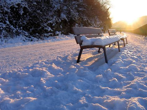 bench snow download snow bench wallpaper 1024x768 wallpoper 368304