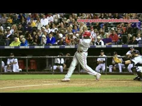 ryan howard swing ryan howard slow motion baseball swing hitting mechanics