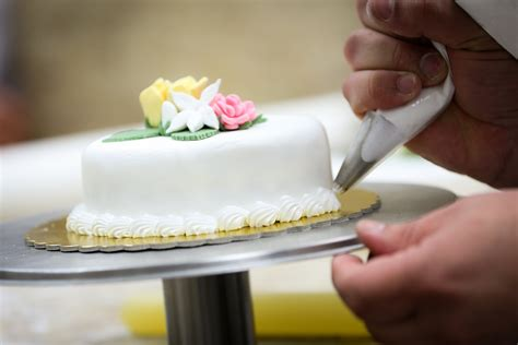 Cake Decorating Lessons by Bake Shop Cake Decorating Class For 2 Participants