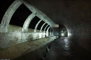 thames river underground tunnel great photos of the fleet london s buried river