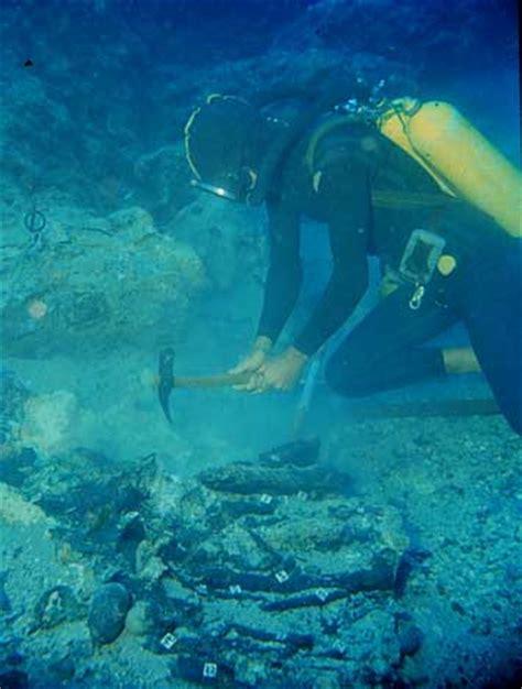 uluburun shipwreck cape gelidonya and uluburun archaeology magazine