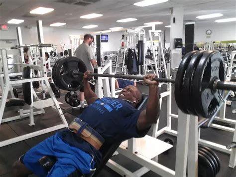 bench press 500 what s more impressive a 300 lb bench press or a 500 lb