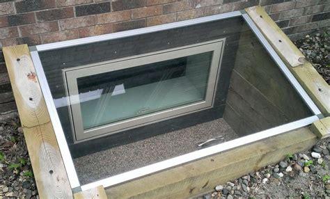 the minimum dimensions for basement egress windows