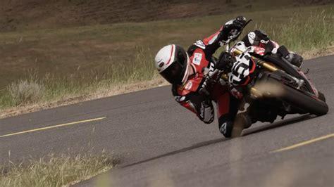 video asi se mueve  suena la ducati streetfighter  de pikes peak motos autobildes
